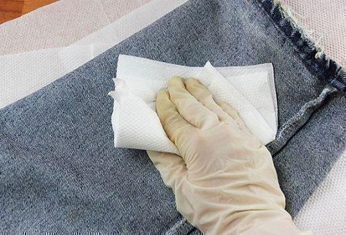 Отстирать машинное масло с джинсов вручную