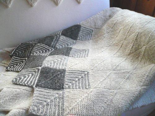 Вязаное одеяло из овечей шерсти