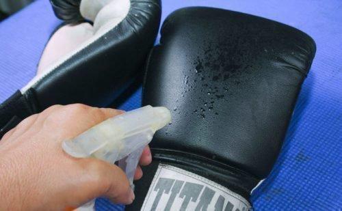 Чистка боксерских перчаток