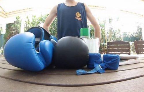 Чистка боксерских перчаток снаружи