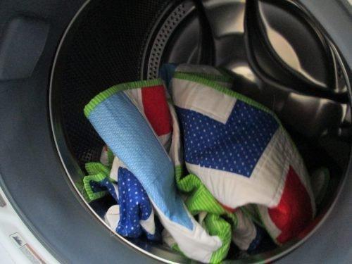 Как стирать ватное одеяло в машинке