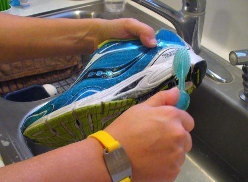 Подготовка кроссовок к стирке