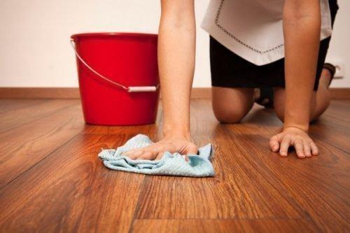 Помыть пол
