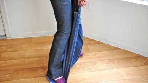 Растягивание джинсов