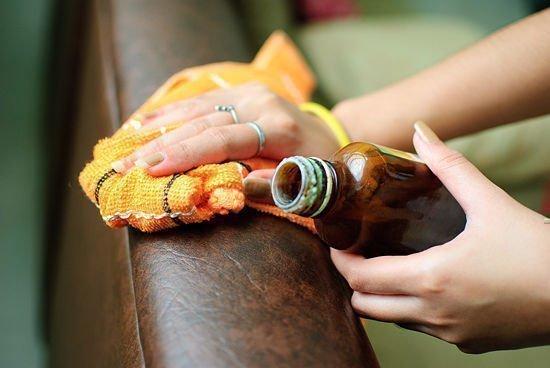 Убрать пятно с дивана
