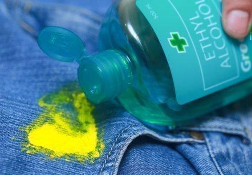 Удаление засохшей краски спиртом