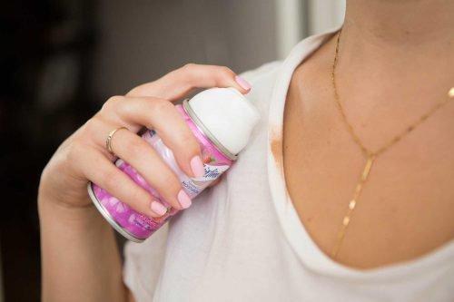 Удалить пятно от тонального крема