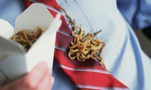 Жирное пятно на галстуке