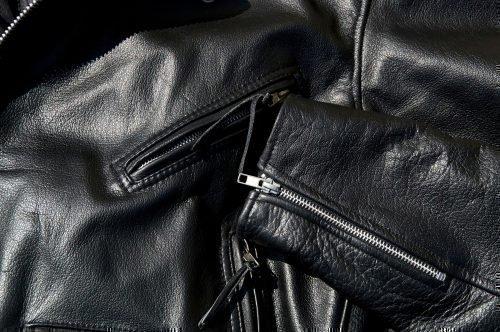 Разгладить кожаную куртку