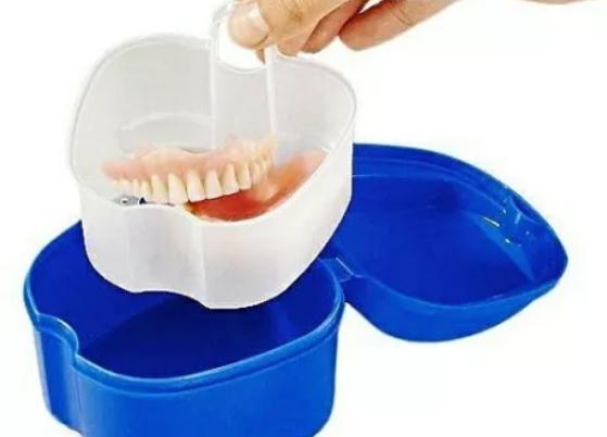 Как хранить зубной протез если не пользуешься. Как правильно хранить зубные протезы ночью? Как хранить зубные протезы ночью