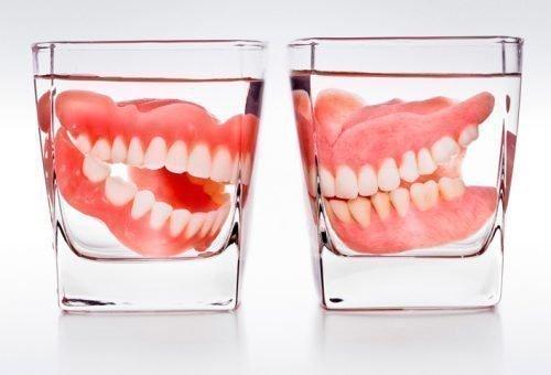 Хранение зубных протезов в растворе