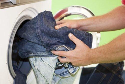 Как отстирать воск с джинсов
