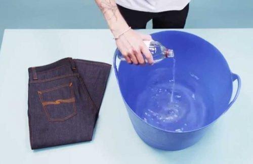 Стирка джинсов вручную