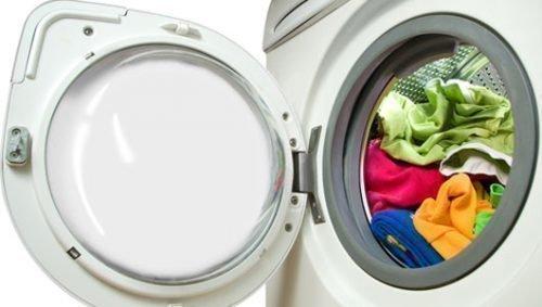 Белье в стиральной машинке