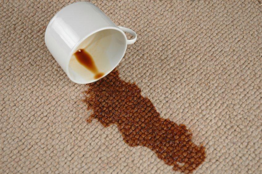 Удаление пятна от кофе с одежды