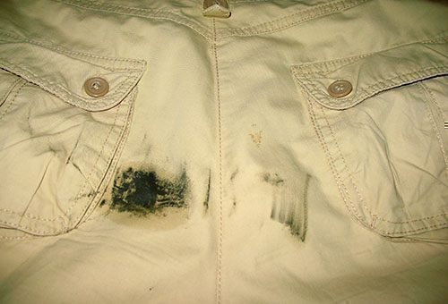 Чем убрать пятно на одежде от мазута