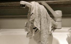 Домашние хлопоты: как быстро отстирать кухонные полотенца в домашних условиях