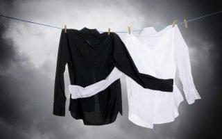 Как правильно стирать черно-белые изделия