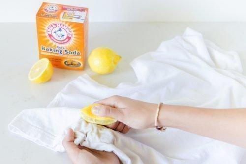 Убрать пятно с футболки лимоном
