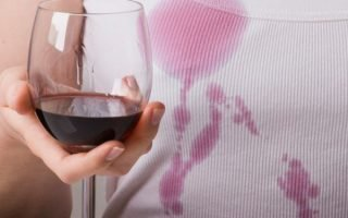 Отстирываем пятна от красного вина