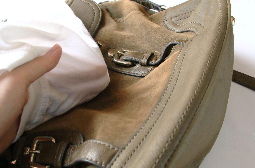 Чем почистить замшевую сумку в домашних условиях 499