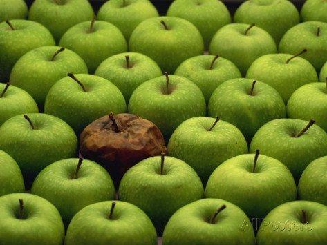 Подгнившее яблоко