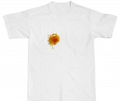 Пятна от кофе на белой одежде