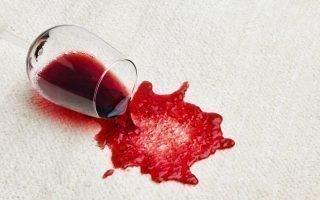 Отстирываем красное вино с белых вещей, чем вывести пятно