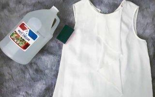 Как выводить с одежды пятна от пота под мышками?