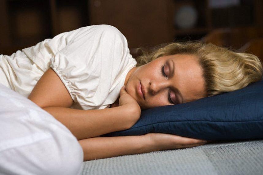 спящего человека во сне нас