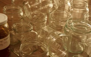 Как и где хранить пустые стеклянные банки